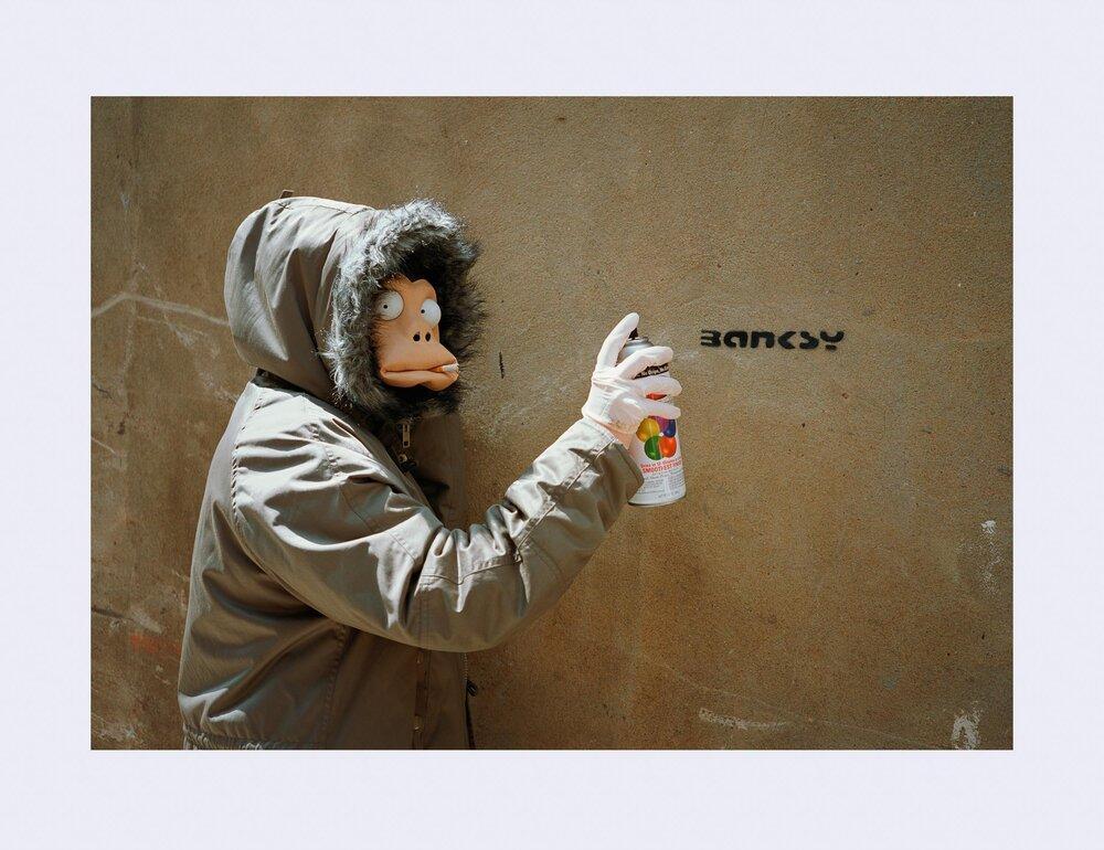 ≪Banksy Monkey Mask Session (Tag) London≫ (2004) / James Pfaff