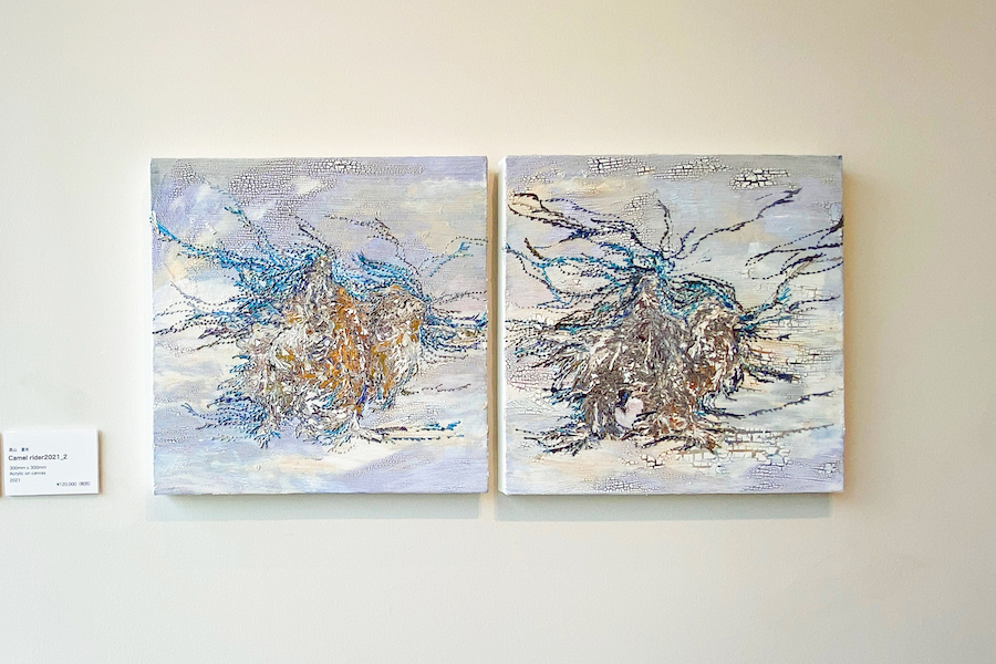≪Camel rider2021_1≫≪Camel rider2021_2≫ / 高山夏希 (2021) 「HUMANITY展」(Rikka Gallery) 筆者撮影
