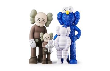 KAWS FAMILY BROWN/BLUE/WHITE