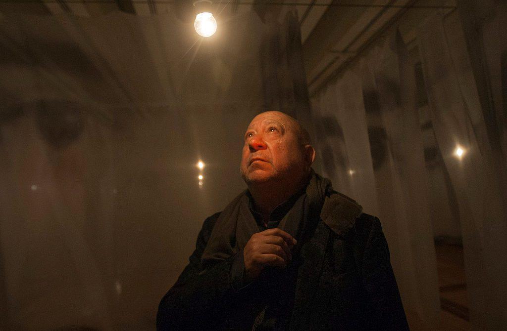 クリスチャン・ボルタンスキー、展覧会のプレゼンテーションの様子 画像引用:https://news.artnet.com/