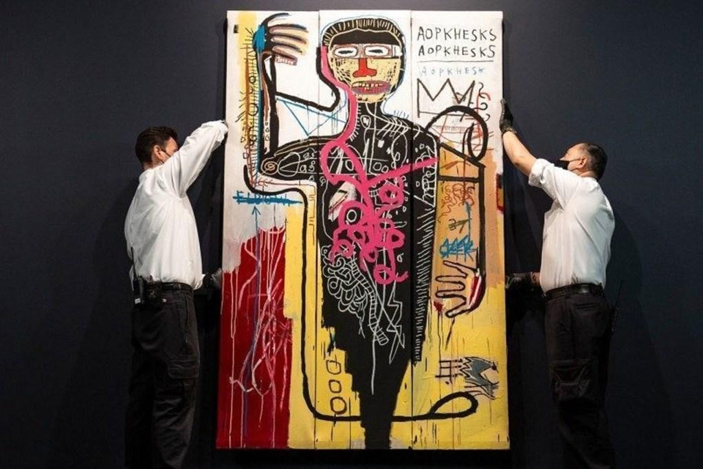 ジャン=ミシェル・バスキアによる絵画≪Versus Medici≫ が掲げられている